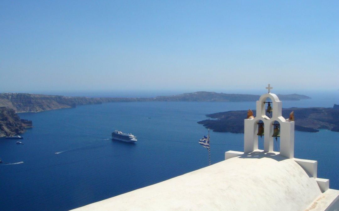 Santorini: un loc cu peisaje dumnezeiesti pe care nu ai cum sa nu-l iubesti