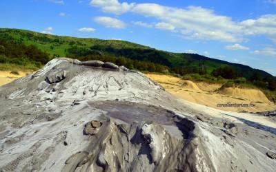 Peisaje marțiene la 145 km de București: Vulcanii noroioși de la Pâclele Mari și Pâclele Mici