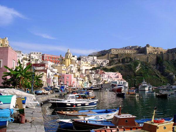 O destinație ca din filme: insulița italiană Procida, Golful Napoli