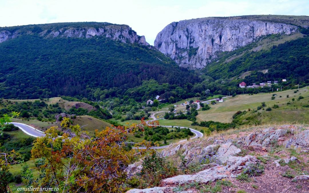 Drumeție în sălbaticia Apusenilor, prin Cheile Turzii