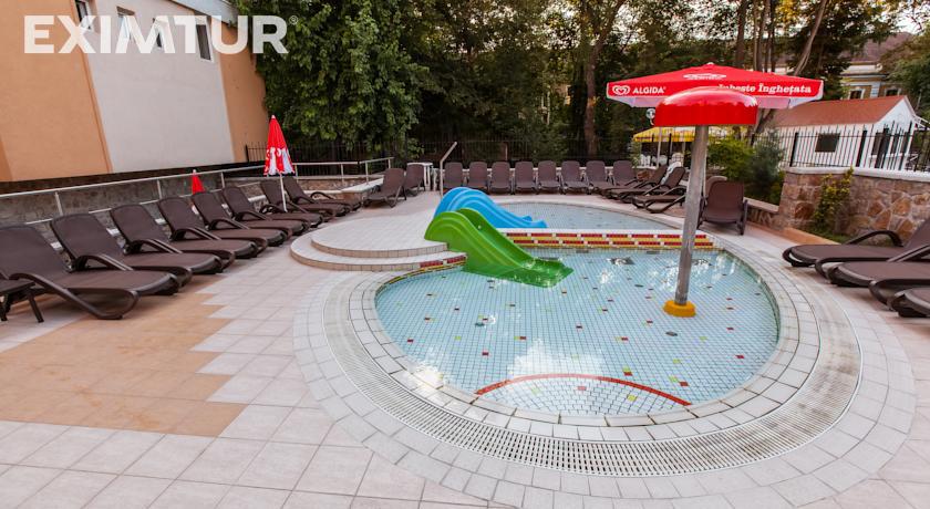 piscina copii w