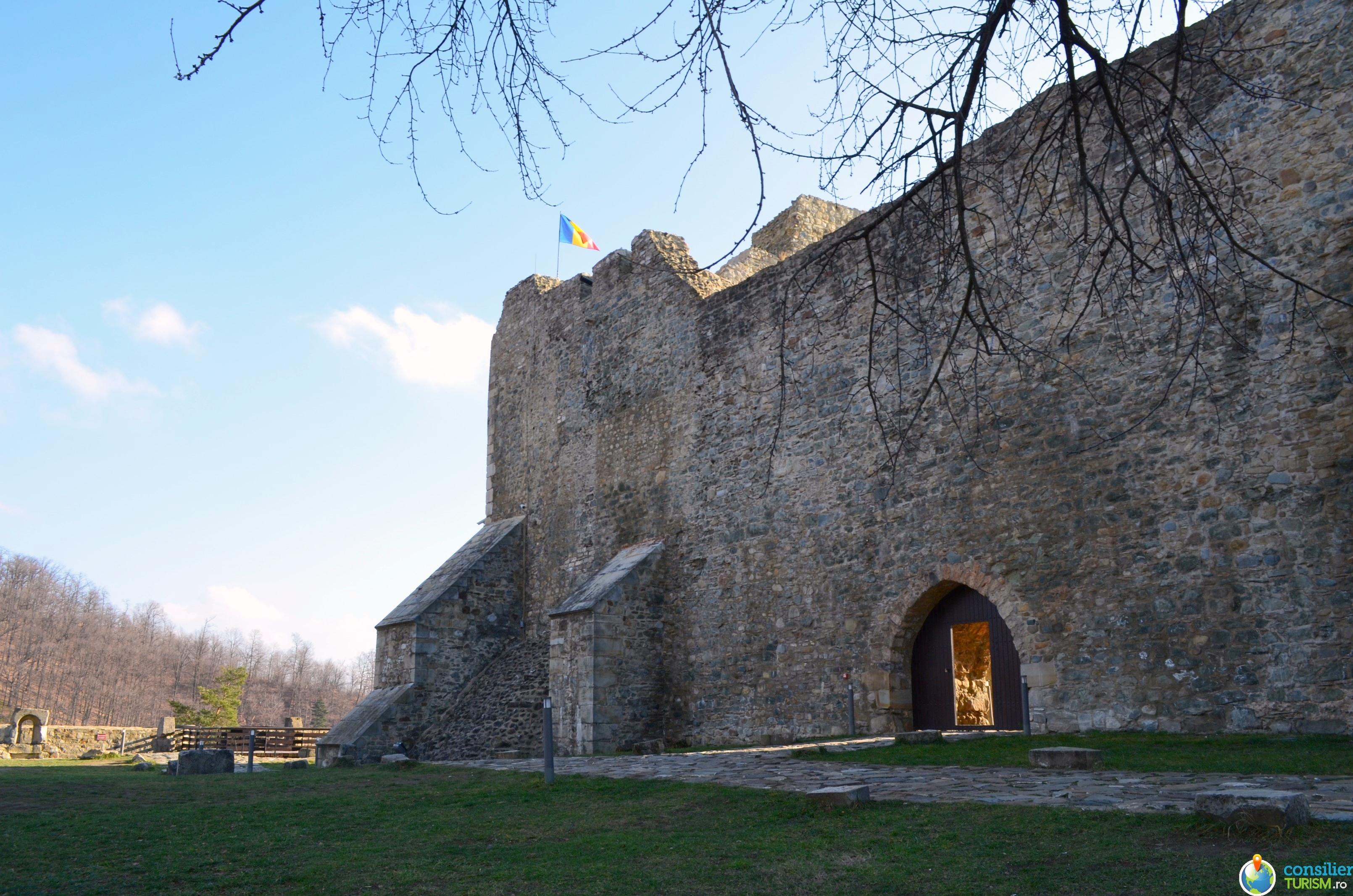 curte exterioara cetatea neamtului