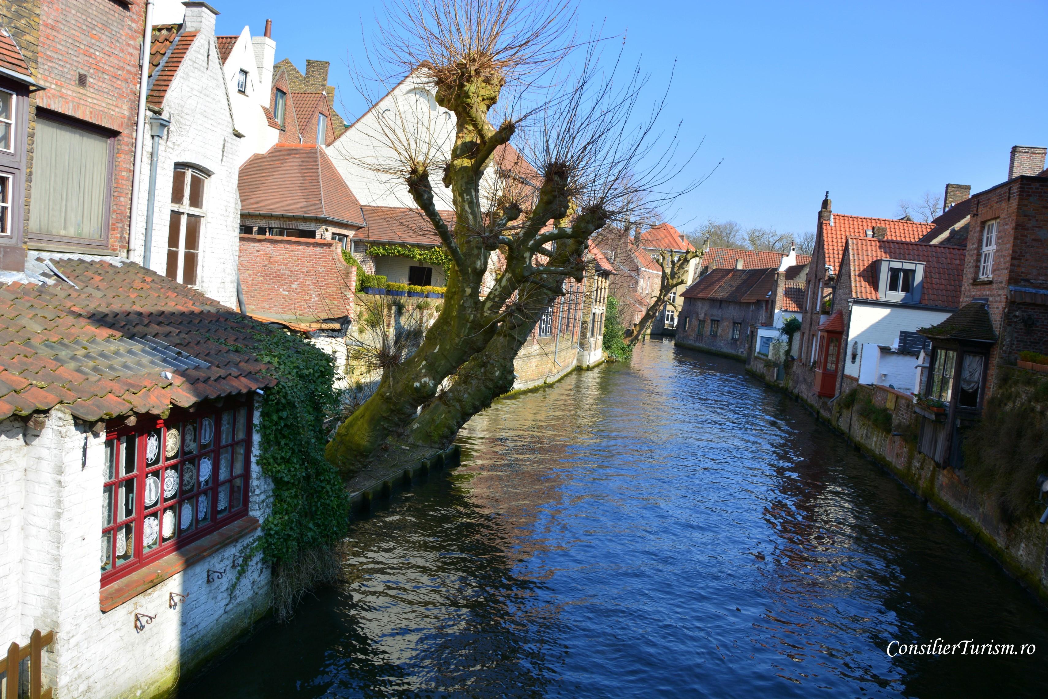 bruges belgia canal