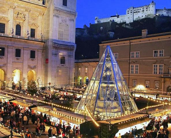 Salzburger Christkindlmarkt am Domplatz in SalzburgAdvent & Silvester