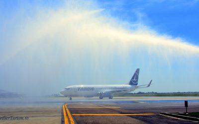 Sarmizegetusa, noul Boeing al TAROM, primit cu tunuri de apă la Otopeni. Galerie foto