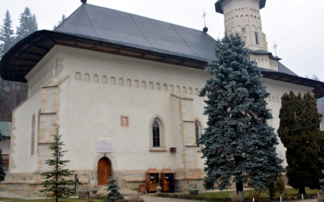 Despre Mănăstirea Slatina, fortăreața de la poalele munților Bucovinei