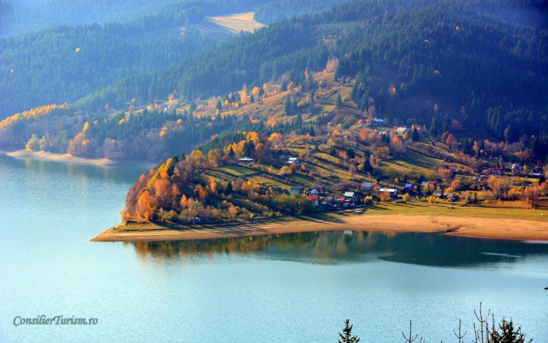 Lacul Izvorul Muntelui, Marea dintre munții Moldovei