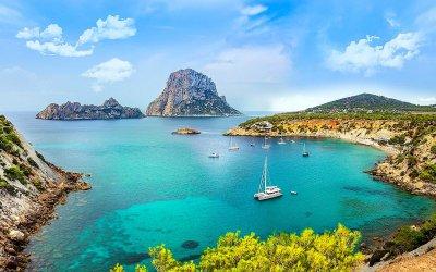 """Ghid Ibiza (II): Obiective turistice de top și experiențe de neratat în """"Insula albă"""""""