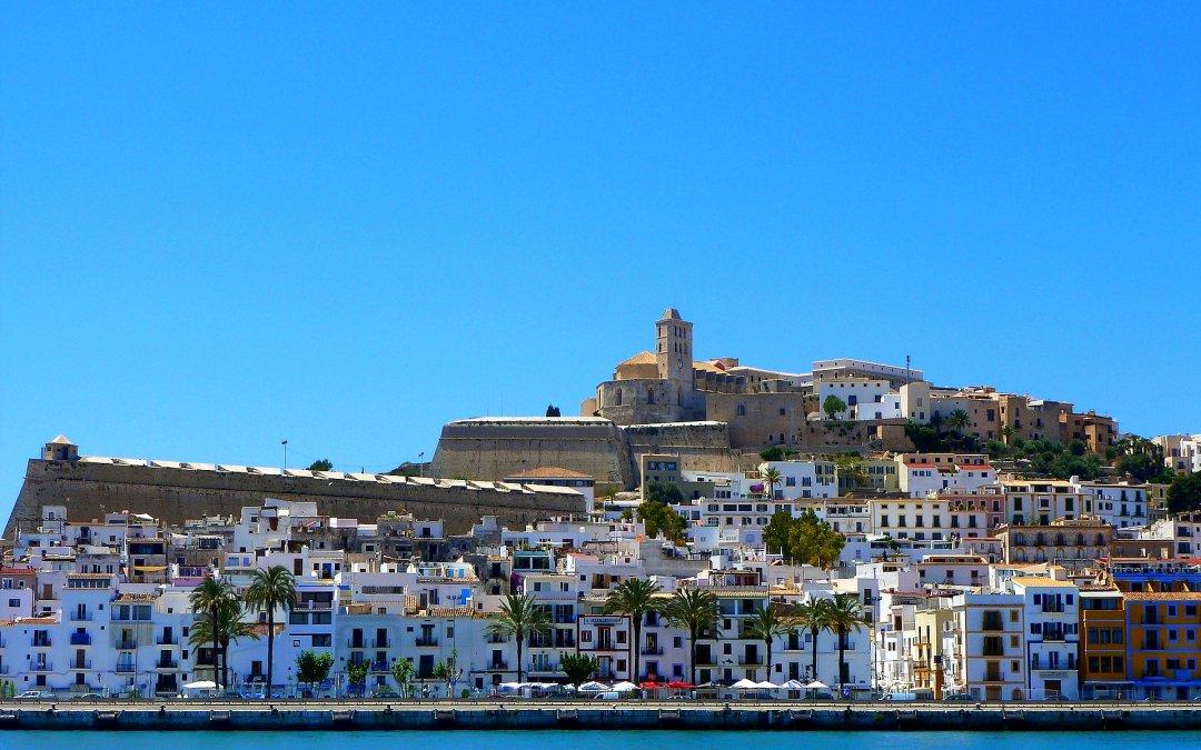 """Ghid turistic Ibizia (I): informații esențiale despre """"Insula distracției"""""""