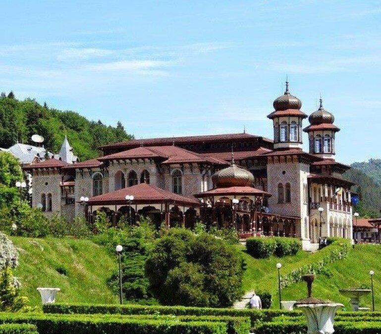 Obiectivele turistice și experiențele de neratat în Slănic Moldova și împrejurimi