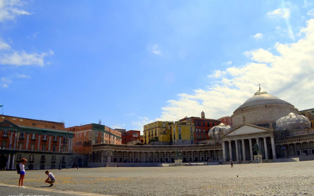 """Napoli, orașul cu """"două fețe"""""""