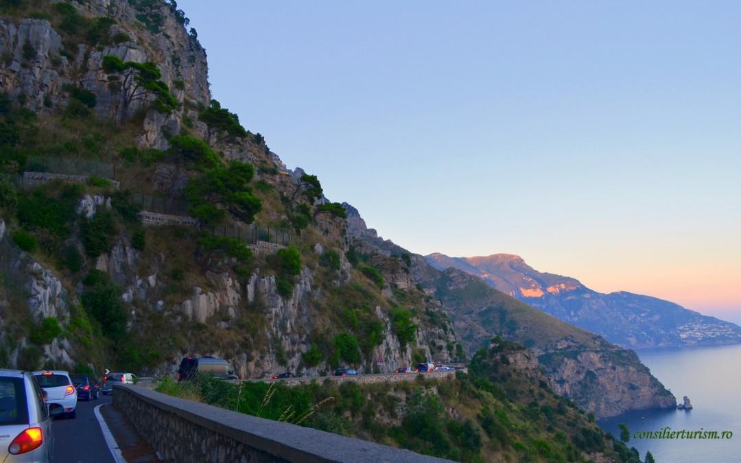 Pe patru roți, într-o locaţie de film: Nastro Azzurro, Costiera Amalfitană